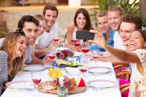 Fantásticas Ideas de Regalos para un Amigo en su Cumpleaños almuerzo con amigos